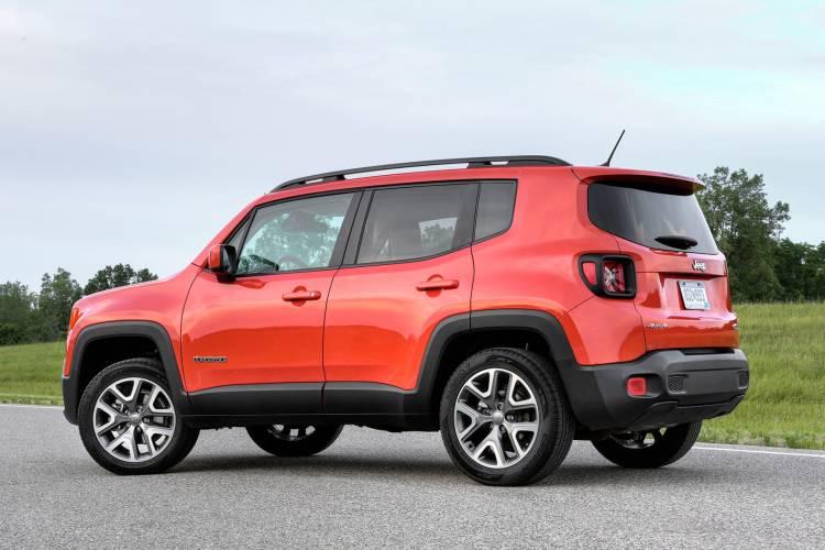 2017-Jeep-Renegade-Latitude-rear-three-quarter