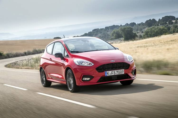2017_ford_fiesta_st_line_race_red_036