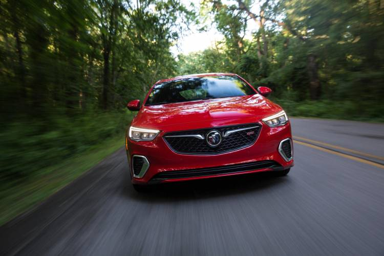 2018-Buick-Regal-GS-027