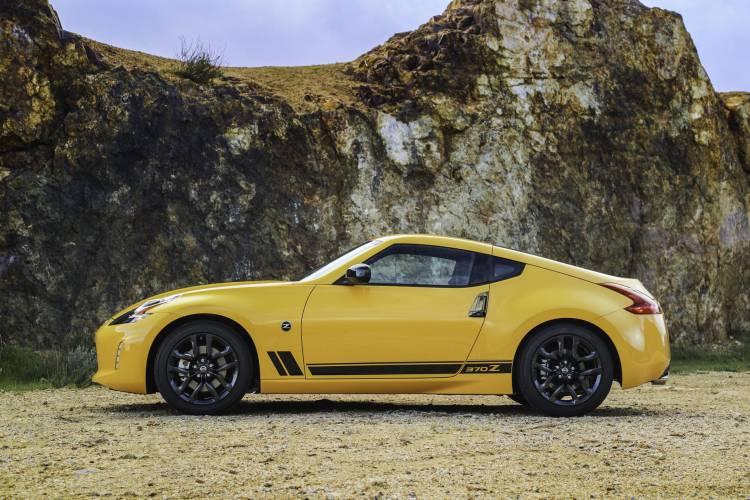 2018_Nissan_370Z_Heritage_Edition_photo_2