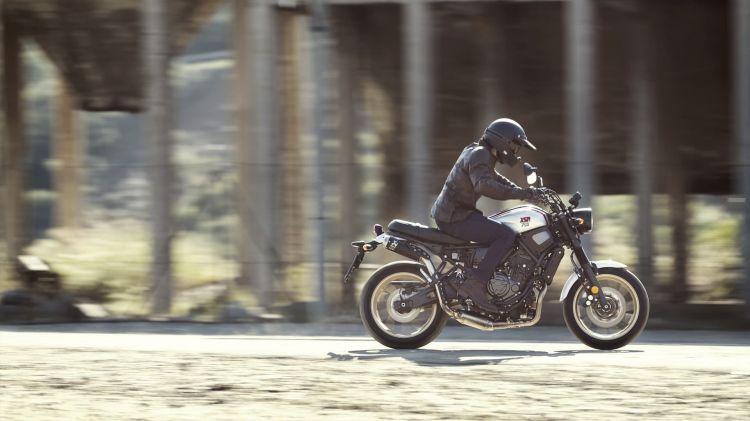 2019 Yamaha Xs700scr Eu Tech Black Action 001 03