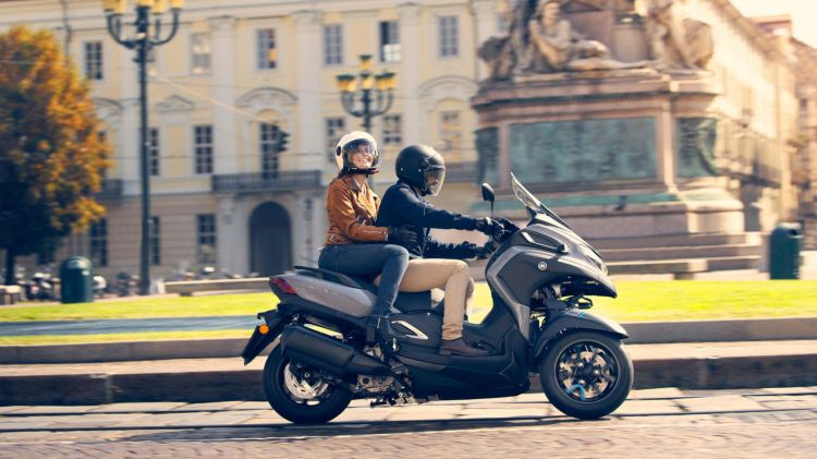 2020 Yamaha Mw300 Eu Icon Grey Action 008 03