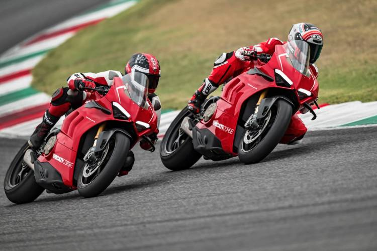 29 Ducati Panigale V4 R Action Uc69266 Mid