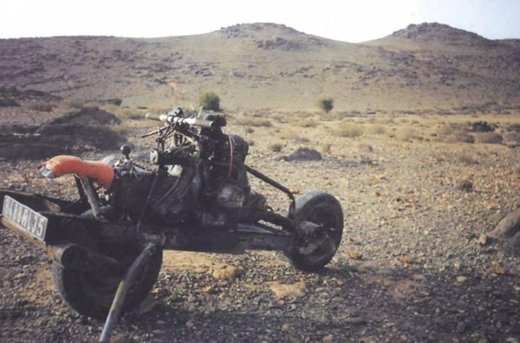 2cv-moto-desierto-6