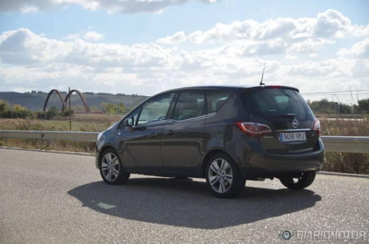 dando la bienvenida al Opel Meriva y sus peculiares puertas suicidas