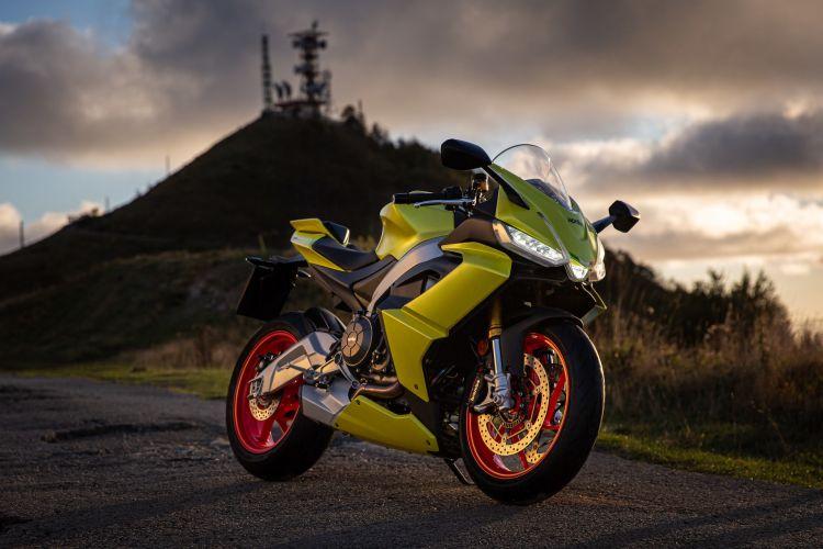 moto-aprilia-rs-660-amarillo