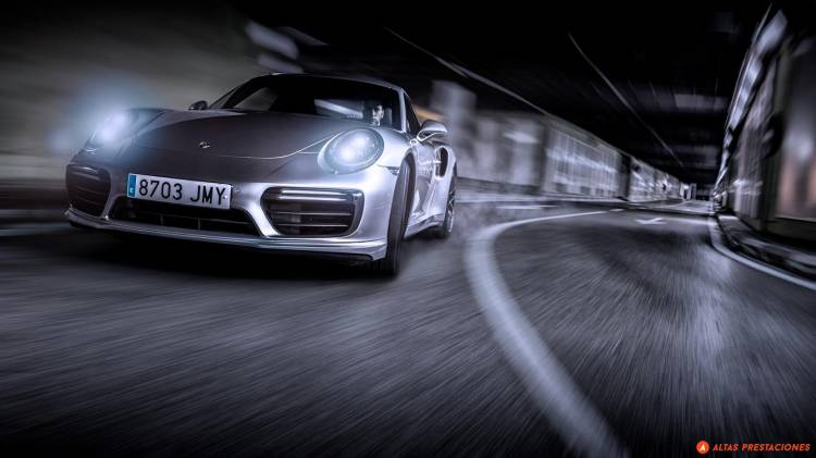 911-turbo-s-vs-gt-r-0517-011-mapdm