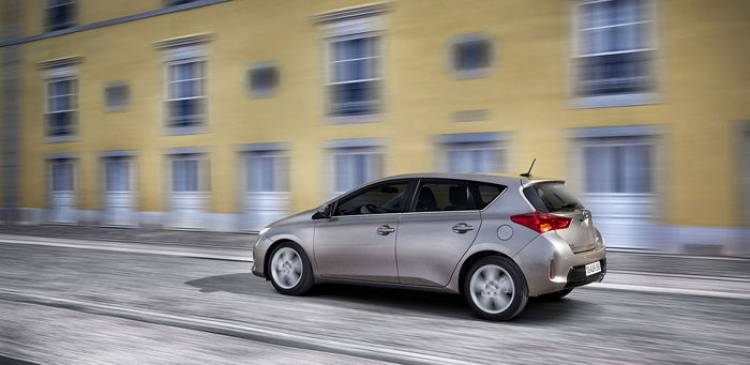 http://www.diariomotor.com/coche/toyota-avensis/