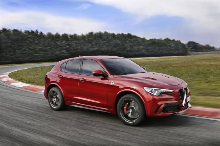 Alfa-Romeo-Stelvio-Quadrifoglio (1)