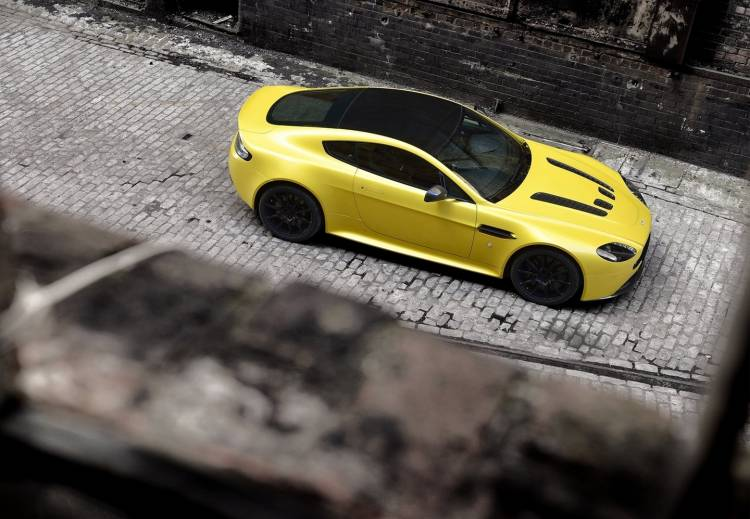 Aston_Martin-V12_Vantage_S__280115-00