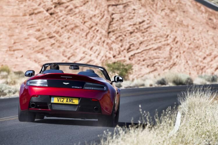 Aston_martin_v12_vantage_S_roadster_DM_2