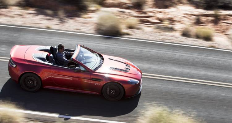 Aston_martin_v12_vantage_S_roadster_DM_9