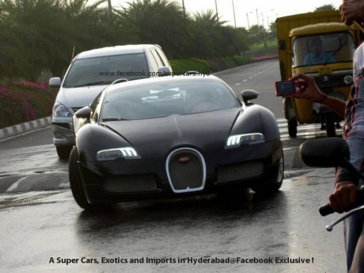 Un Bugatti Veyron en aprietos para cruzar un badén