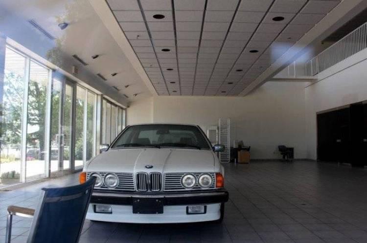 La extraña historia del concesionario de BMW olvidado en los tiempos