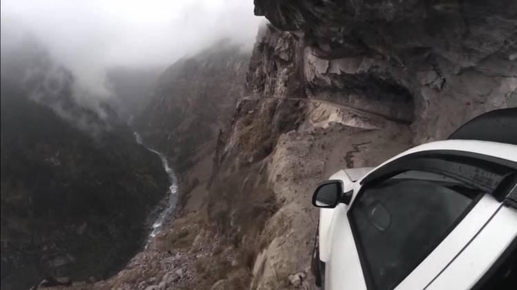Dacia Duster carretera más peligrosa del mundo_India