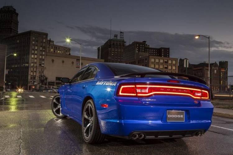 Dodge_Charger_R-T_Daytona_2013_03