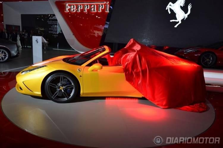 Luca Cordero di Montezemolo presentando el Ferrari 458 Speciale A