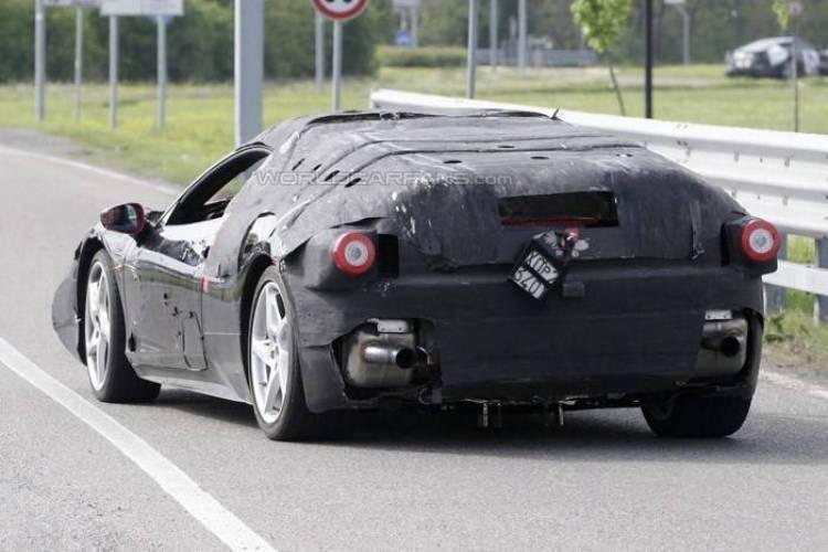 El sucesor del Ferrari Enzo ya rueda camuflado