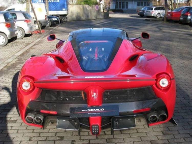 ¿Quieres el primer Ferrari LaFerrari de producción? puede ser tuyo por 2.38 millones de euros