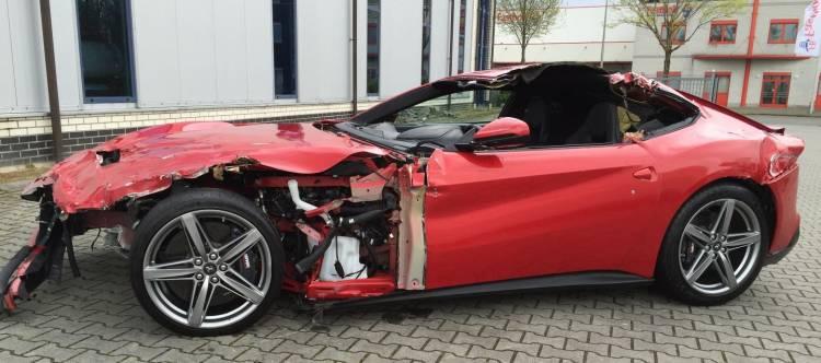 Ferrari_f12_accidentado_DM_11