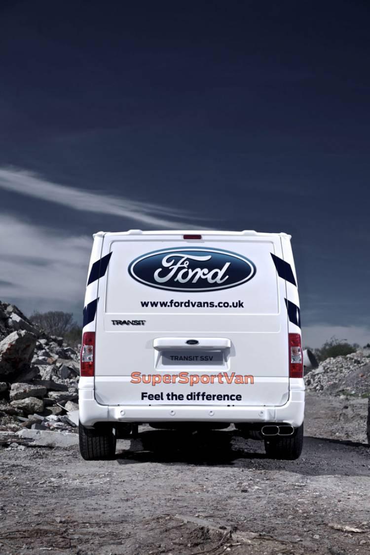 Ford Transit SuperSportVan, blanca y muy rápida