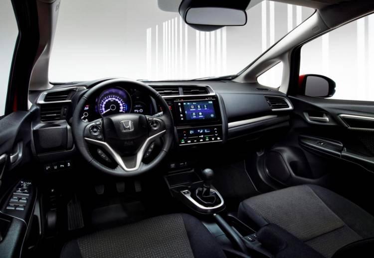 Honda_Jazz_2015_interior_DM_2