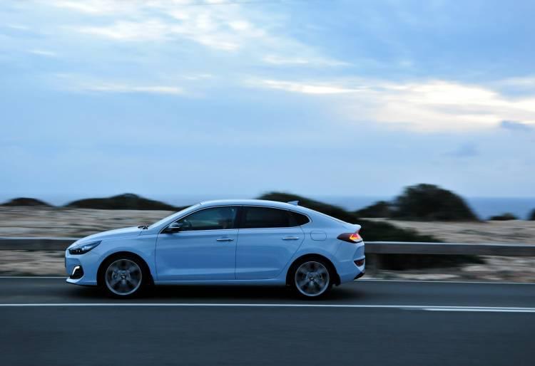 Hyundai_i30_Fastback_034