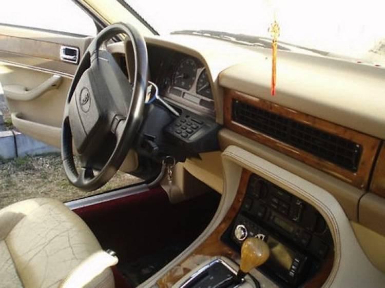 Jaguar XJ40 - GAZ-21 Volga