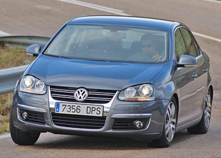 Volkswagen Touran y Jetta 2008, más opciones de equipamiento y precios