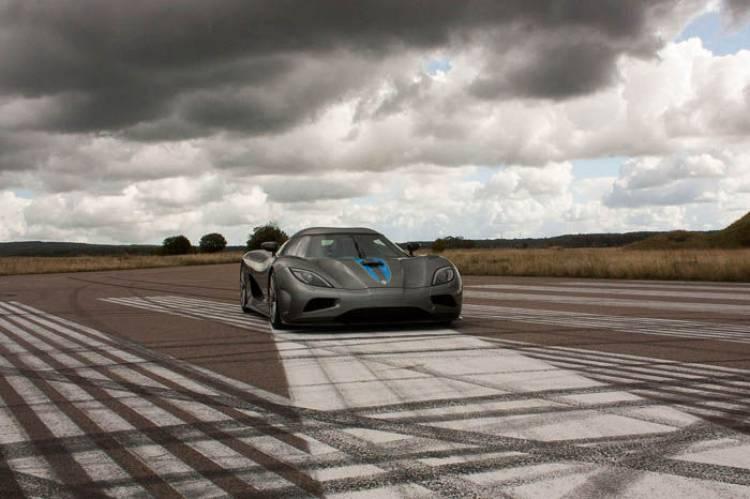Koenigsegg Agera, prueba en una pista de aeropuerto