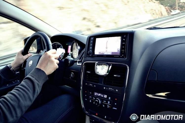 Lancia Voyager, a prueba (I): mejor pensar a lo grande