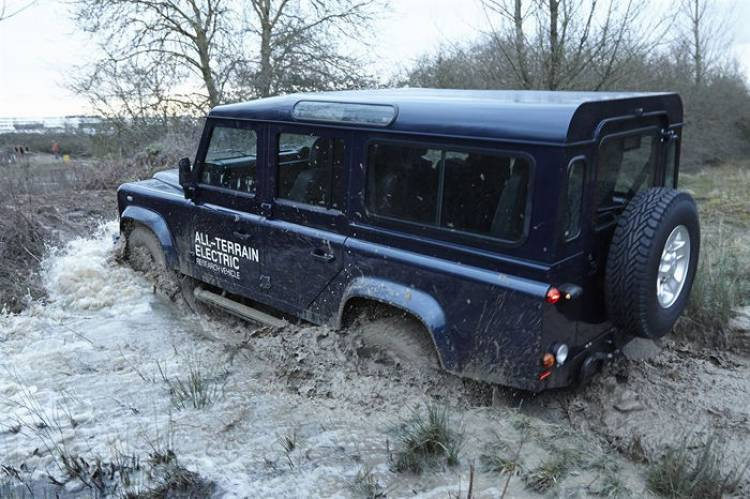 Land_Rover_Defender_Electrico_1024_15