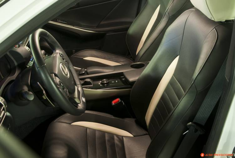 Lexus_IS_25_aniversario_TRD_2015_DM_mapdm_2