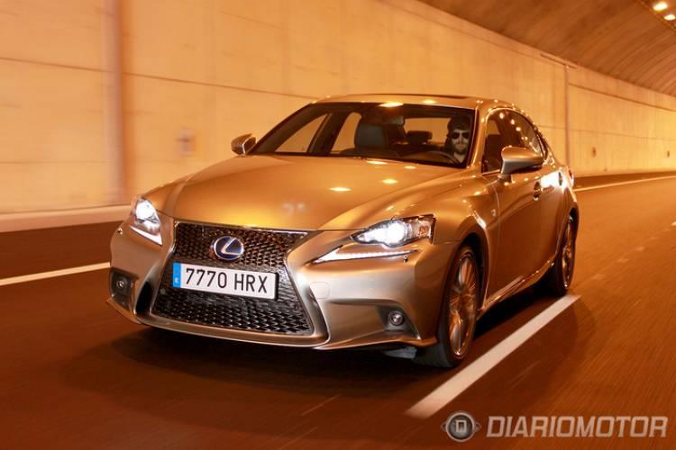 Lexus_IS_300h_F_SPORT_700-025