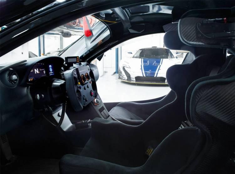 McLaren-P1-GTR-garage-dm-4