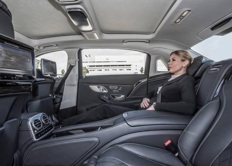 Mercedes-Benz-S-Class_Maybach_140215-03