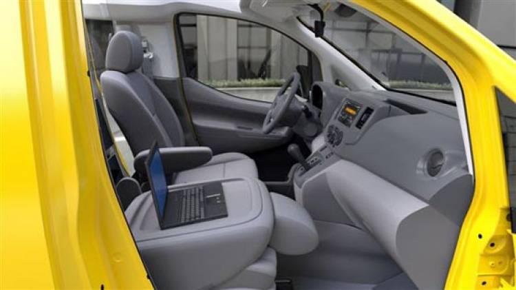 Nissan_NV200_Taxi_2
