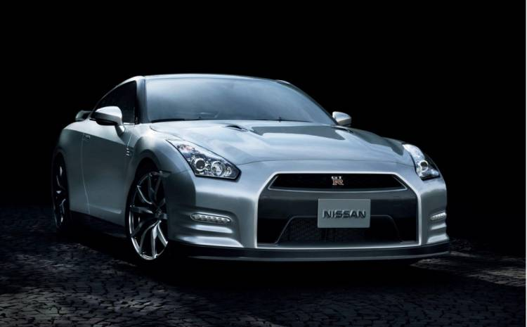 Nissan_GT-R_2013_Japanese_Spec_02