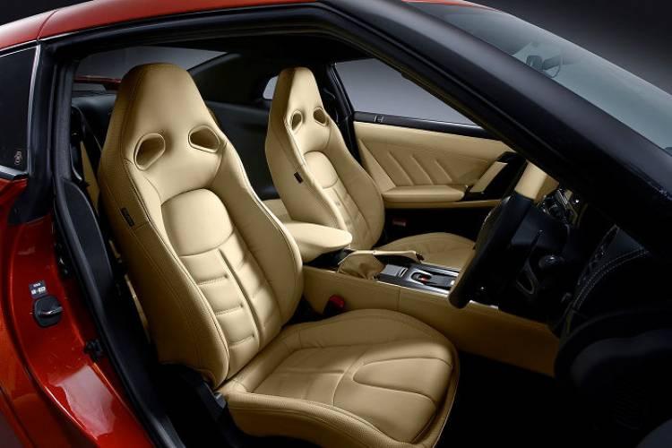 Nissan_GT-r_MY_2014_DM_15