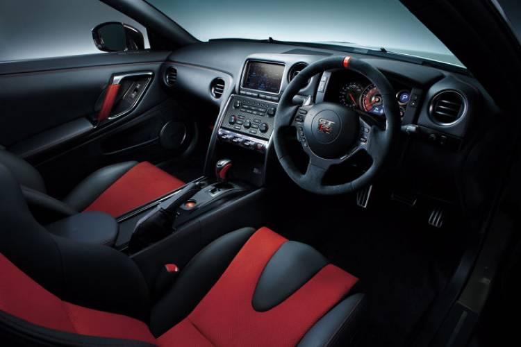 Nissan_GT-r_Nismo_DM_18