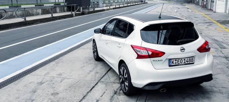 Nissan_Pulsar_Sport_Edition_DM_2015_2