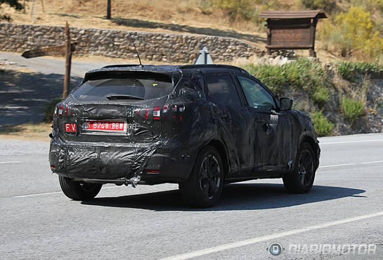 La próxima generación del Nissan Qashqai posa camuflada