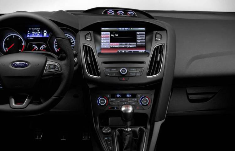 Nuevo_Ford_Focus_ST_2015_DM_consola_central