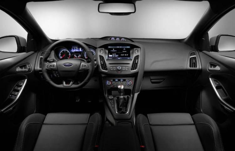 Nuevo_Ford_Focus_ST_2015_DM_interior_vista_general