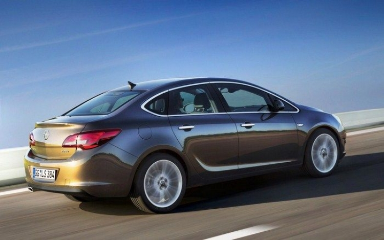 Opel_Astra_sedan_1