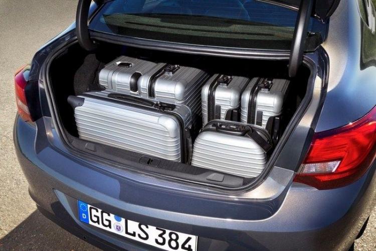 Opel_Astra_sedan_4