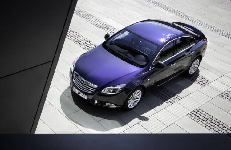 Opel podría estar preparando un lavado de cara del Insignia para el Salón de Ginebra