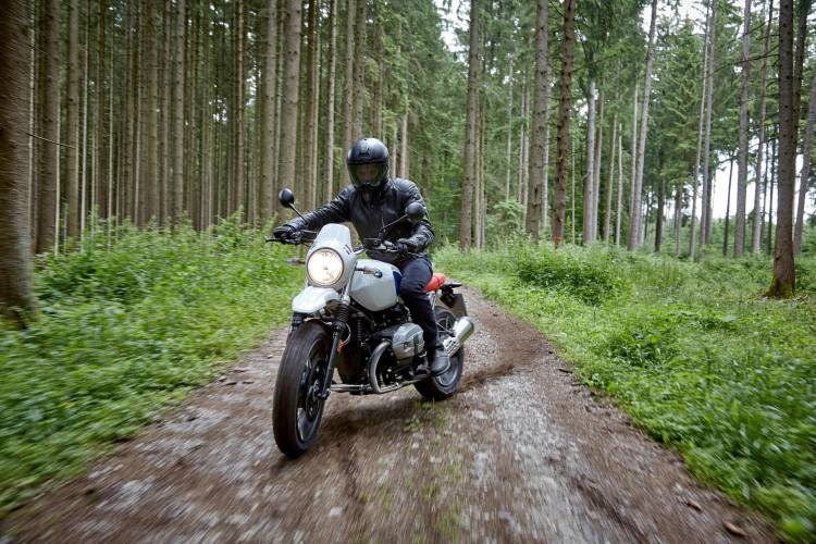 P90235404_highRes_the-new-bmw-r-ninet-