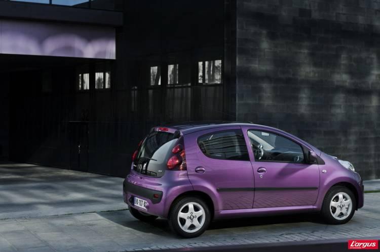 Peugeot_107_2012_08