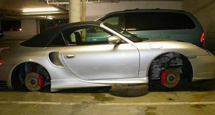 Toyota Corolla TS sin ruedas